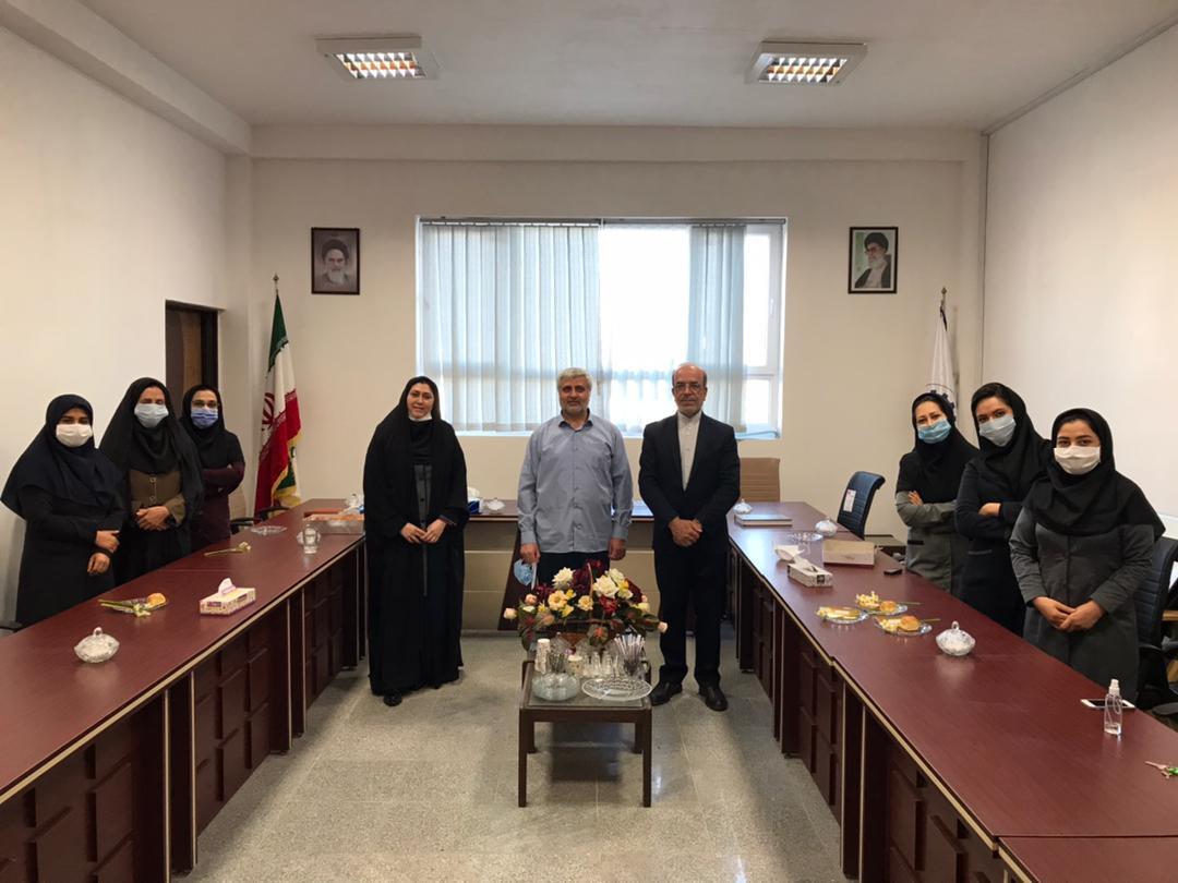 1 مراسم تجلیل از همکاران خانم موسسه به مناسبت گرامیداشت روز زن