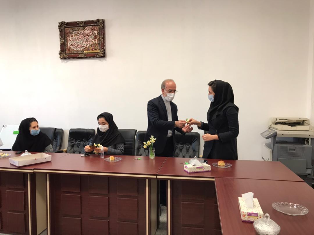 2 مراسم تجلیل از همکاران خانم موسسه به مناسبت گرامیداشت روز زن